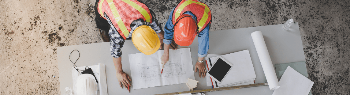 What processes does the construction project management program support